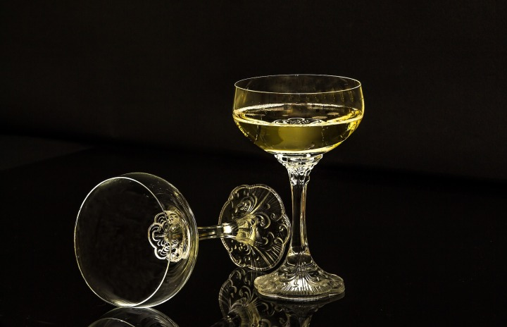 champagne-glasses-1940275_1920.jpg